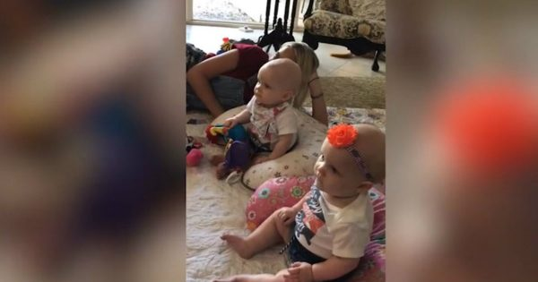 Twin Baby Girls Immediately Stop Crying When Their Favorite Singer Came On