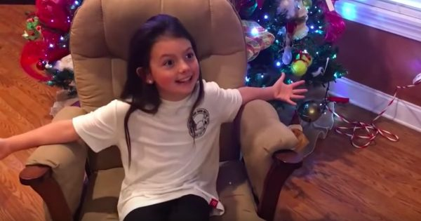 Mom Surprises Her Little Girl With A Pregnancy Announcement For Christmas