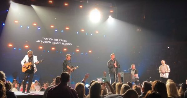Rascal Flatts Joins Chris Tomlin and Tauren Wells In An Arena For Worship Night
