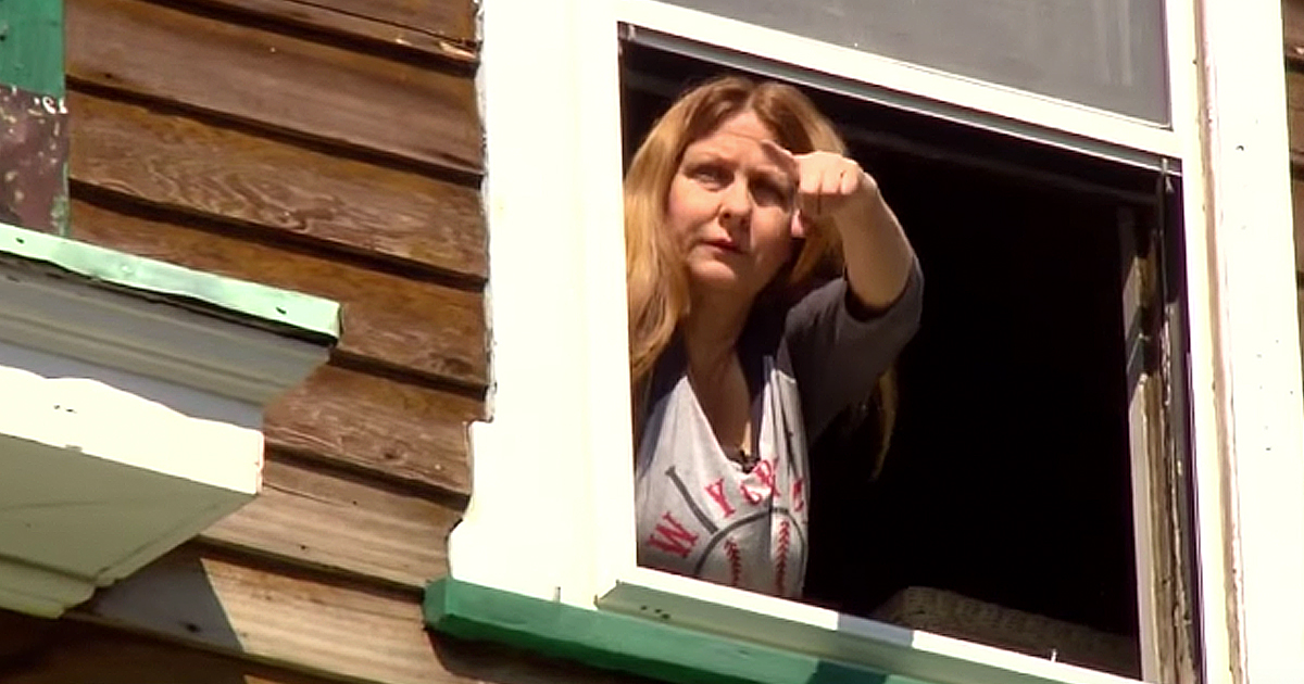 Nosy Neighbor's Text Saved Woman From Murderer In House