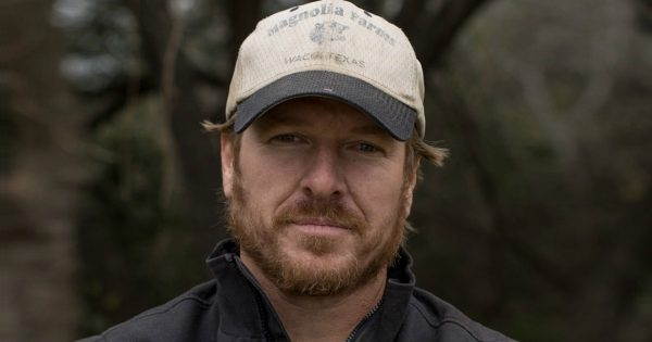 Chip Gaines Shuts Down Troll Who Says He Doesn't Put Family First