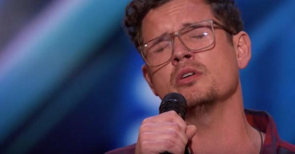 Father Of 6 Earns Simon's Golden Buzzer With A Truly Heartfelt Performance