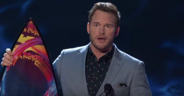 Chris Pratt Tells Teens He Loves God During Awards Speech