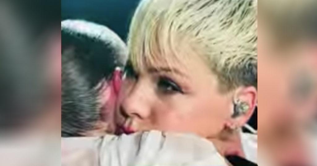 Pink Stopped Her Concert To Comfort Fan Who Lost Mom