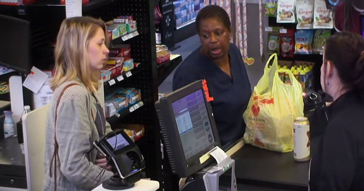 Strangers Help Embarrassed Woman at Grocery Checkout