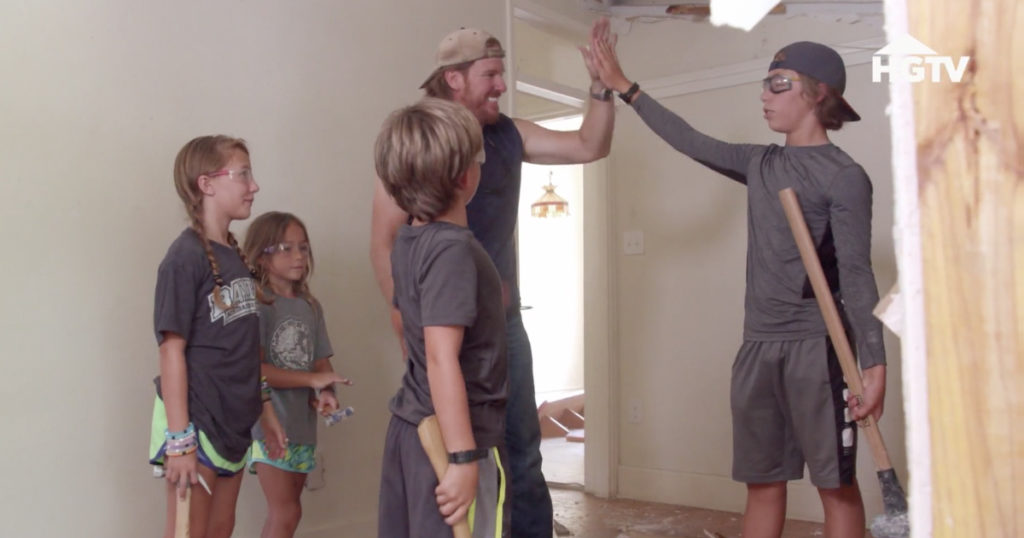 chip gaines brings his kids to construction sites_1