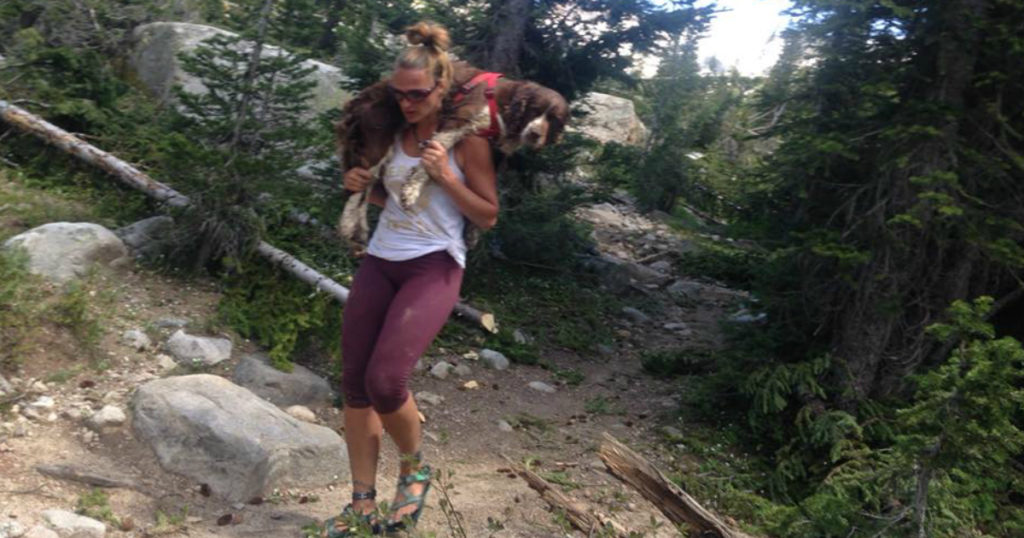 mom carried 55-pound injured dog down mountain 1
