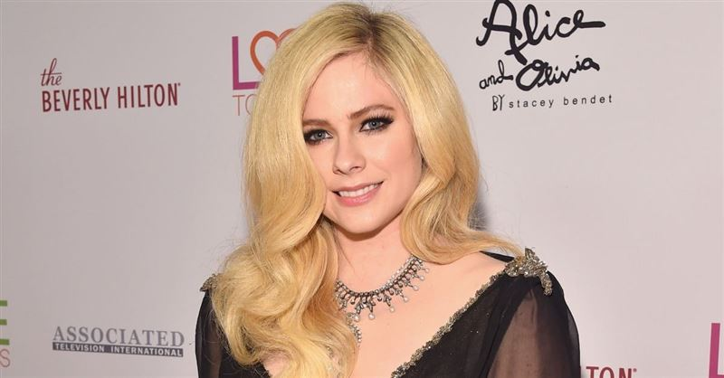 Avril Lavigne Cries Out to God in Head Above Water