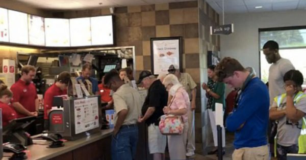 Entire Chick-Fil-A Stops To Pray For Employee In Surgery