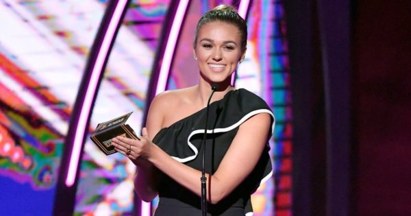 Sadie Robertson Encourages Young Christians to Bring Their Bibles to School