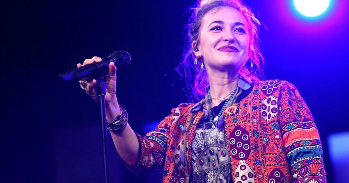 lauren daigle visited prison to worship with inmates fb