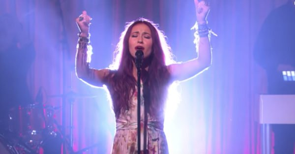 Lauren Daigle Sings 'Still Rolling Stones' On Ellen & Responds To Backlash