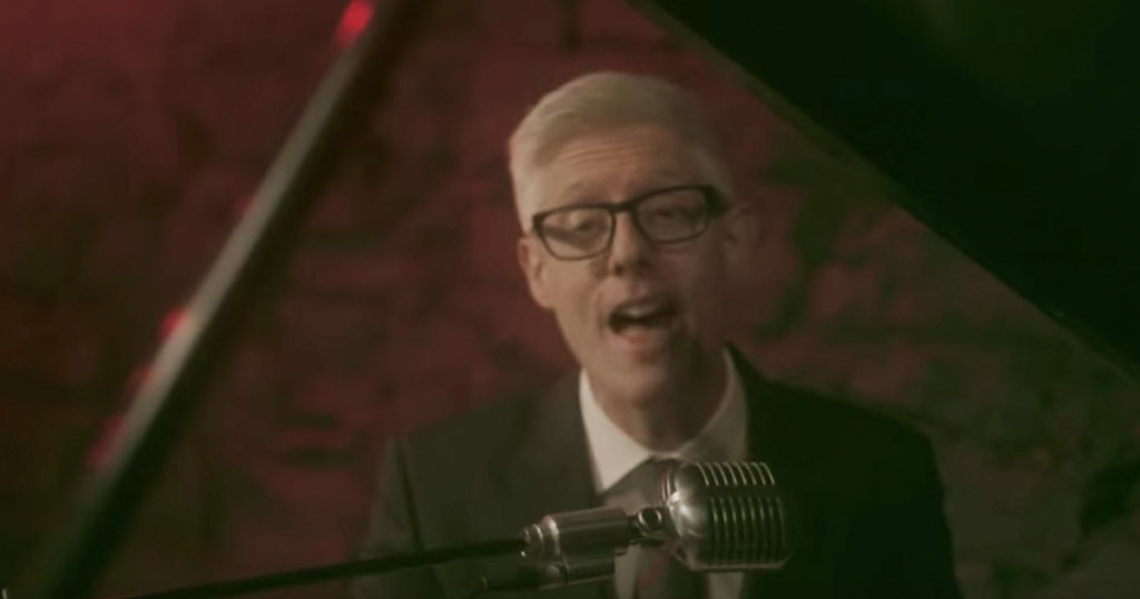 Christian Artist Matt Maher Performs Jazzy Version of 'Jingle Bells'