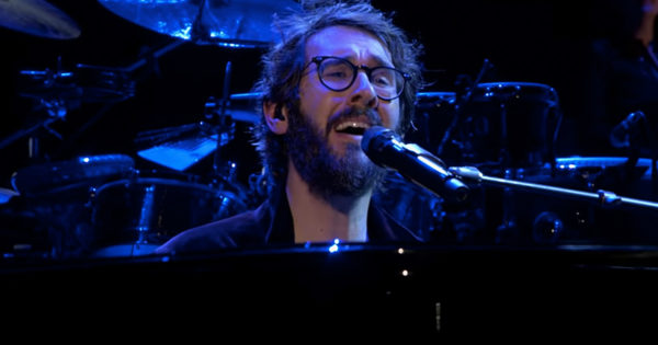 Josh Groban Sings 'Bridge Over Troubled Water' Live And Has The Crowd Mesmerized