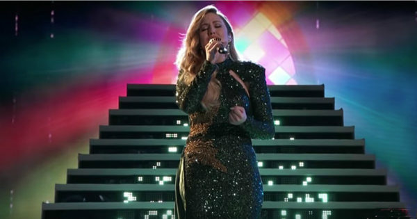 Contestant Maelyn Jarmon Sings 'Hallelujah' On Live Finale Of The Voice