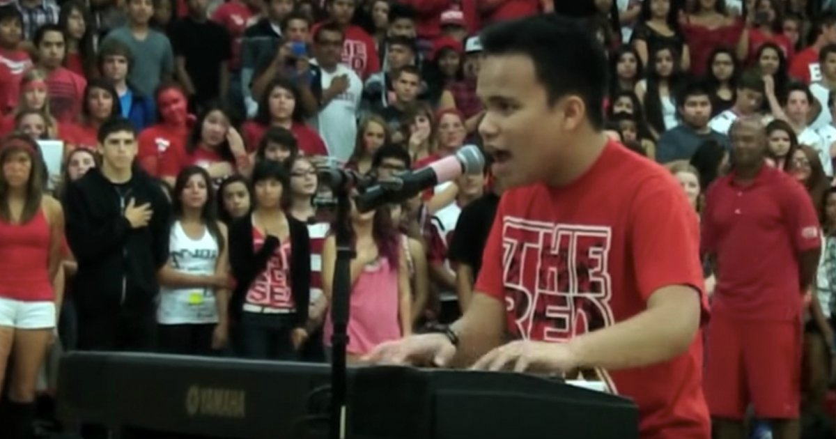 kodi lee sings national anthem pep rally