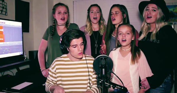Mashup Of 'Amazing Grace' And 'Hallelujah' Performed By Talented Siblings