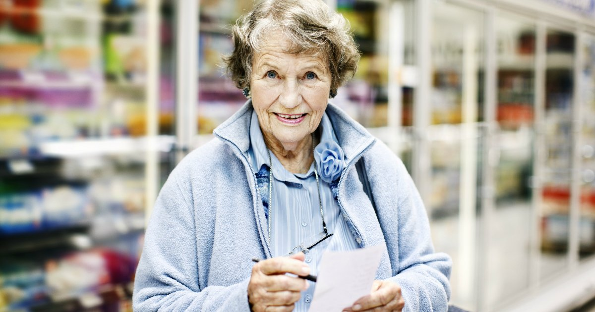 green thing elderly woman grocery store response