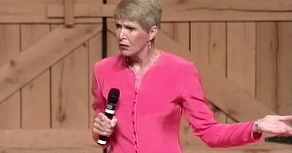 Jeanne Robertson Shares How Her Mom Hilariously Fails At Making Her Dresses
