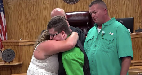 A Touching Objection Lets Late Son Takes Part In His Parent's Wedding