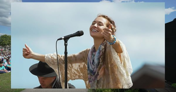 Lauren Daigle Spends Time At Women's Prison In Ohio And Leads Worship