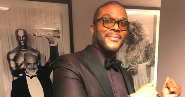 Tyler Perry buys groceries