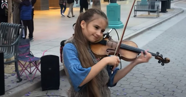 Girl's Street Performance Of 'Can't Help Falling In Love' On Violin Is Absolutely Mesmerizing