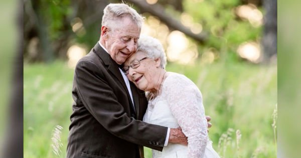 couple takes 60th wedding anniversary photos