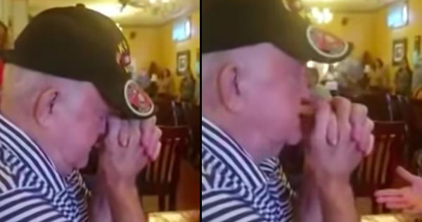 restaurant sings amazing grace