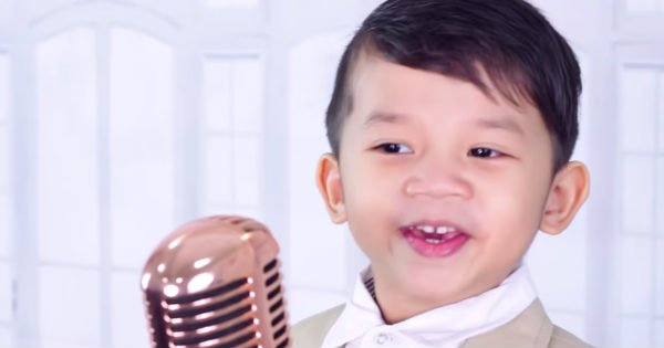4-year-old sings Amazing Grace (My Chains Are Gone)