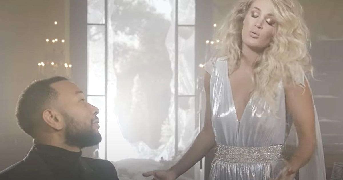 Carrie Underwood singing Hallelujah with John Legend