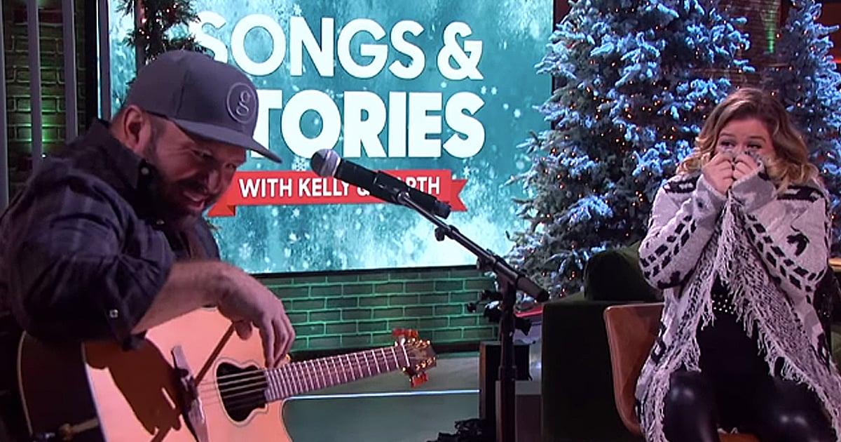 Garth Brooks sings The Dance for Kelly Clarkson