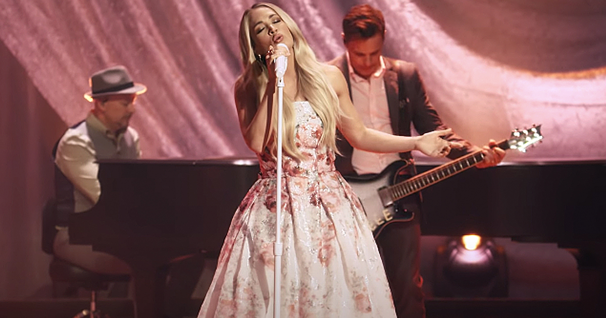 Nothing But The Blood Carrie Underwood Live