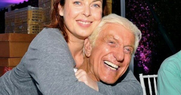 Actor Dick Van Dyke Hands Out Money To The Unemployed