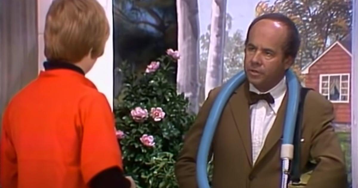 Tim Conway vacuum salesman skit