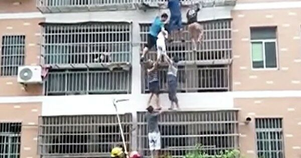 2 Girls Were Trapped In A Burning Apartment So Good Samaritans Formed A Human Ladder
